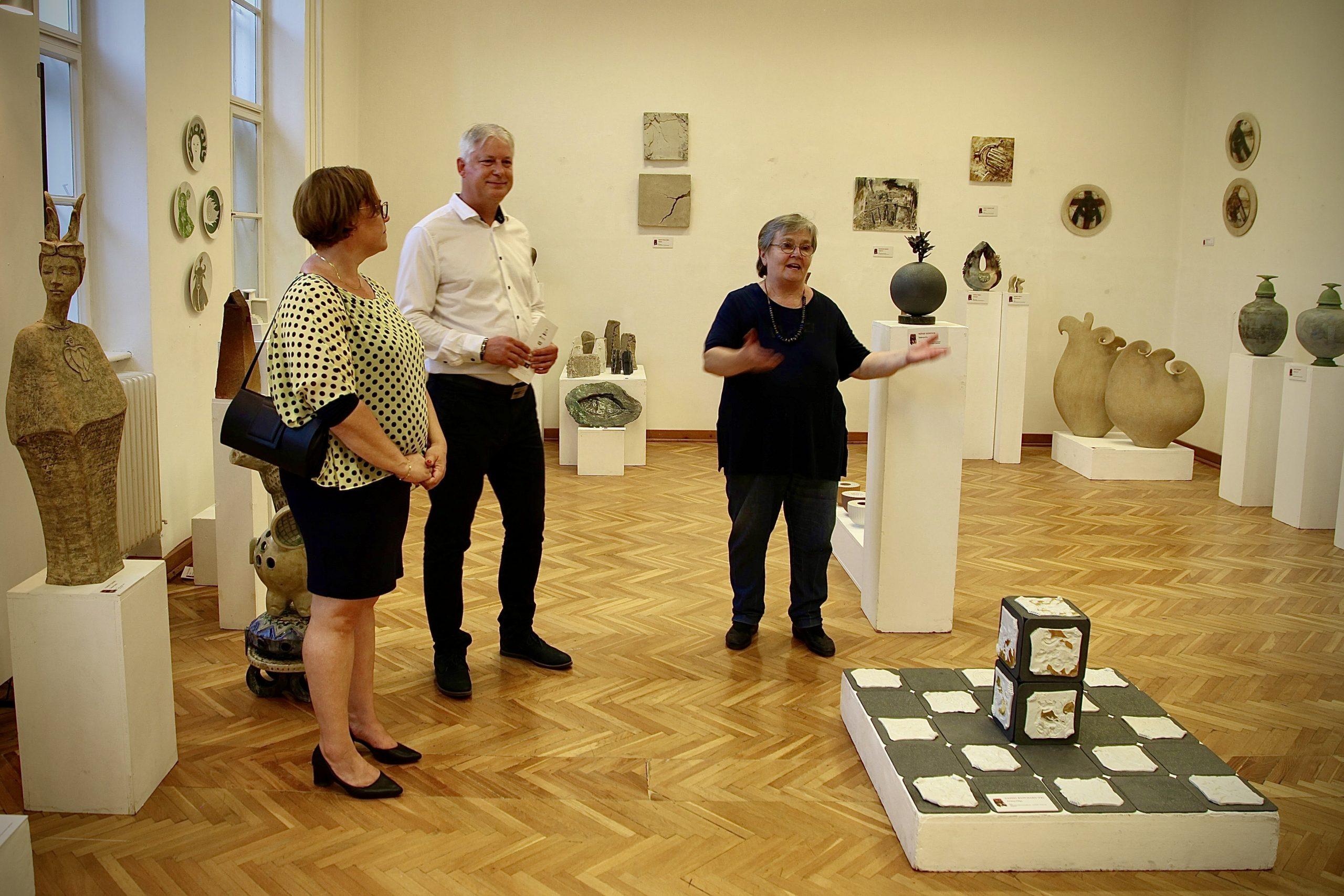 Értékteremtés ipar művészet kerámia Pannonhalmi Zsuzsa